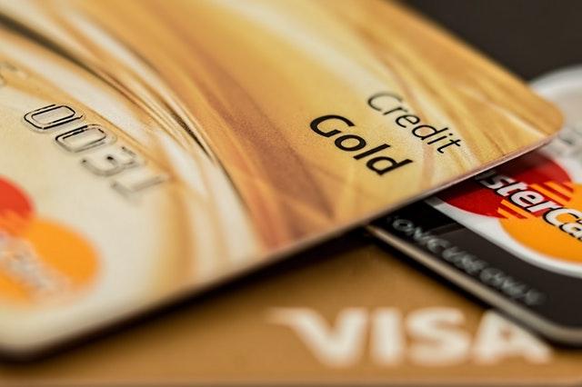 Karta kredytowa a karta debetowa - podobieństwa i różnice_Pexels