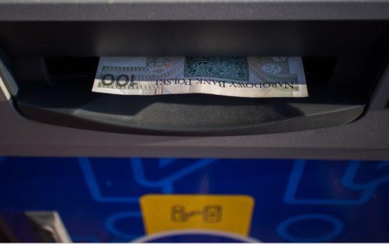 Co zrobić gdy bankomat nie wypłaci pieniędzy?